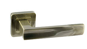 Дверная ручка на квадратной розетке Trion ЦАМ LIBERA AB Квадрат