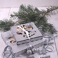 Подарочный набор ёлочных игрушек в серебрянном деревянном боксе с символикой Нового года 2018, маленький, фото 1