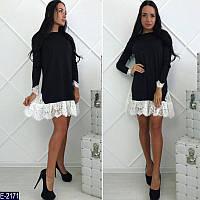 Стильное черное трикотажное платье трапеция с белым гепюром. Арт-11234