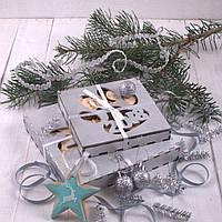 Подарочный набор ёлочных игрушек в серебрянном деревянном боксе с символикой Нового года 2018.