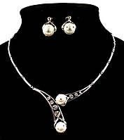 Колье фирмы Xuping. Цвет серебряный. Камни: белый циркон и жемчуг. Длина: 43-46 см. Ширина: 45 мм.