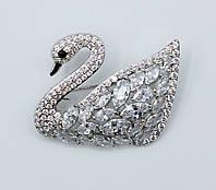 Брошь в виде птиц Серебряный Лебедь декорирован камнями и стразами
