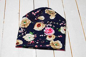 Трикотажная шапка «Кремовые цветы»