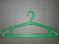Вешалка плечики для верхней одежды зелёная