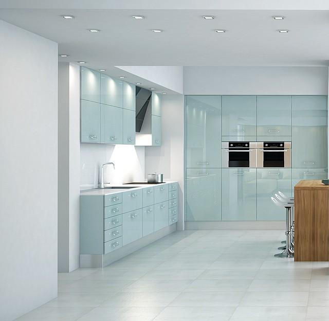 Кухни с фасадами из каленого крашеного стекла, кухонная мебель на заказ в Киеве
