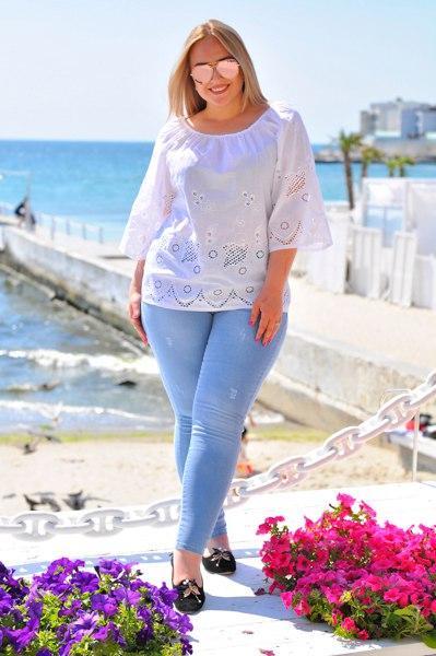 0332c44a21d Женская блузка из хлопка с прорезной вышивкой БАТАЛ - Интернет-магазин
