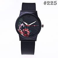 Женские часы черного цвета (225)