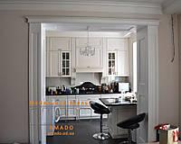 Кухня с фасадами из ольхи и столешницей из акрилового камня, фото 1