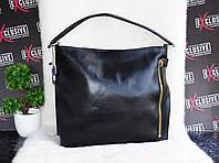 Вместительная кожаная женская сумка с карманом в виде молнии.