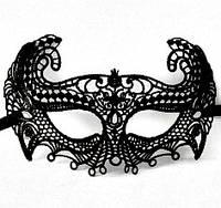 Кружевная маска черного цвета