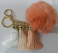 Персиковые брелки помпоны с кистями для сумок и ключей- меховые брелоки оптом (13 см) 263