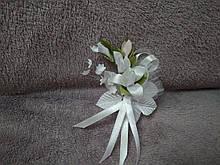 Свадебная бутоньерка белая