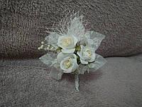 Свадебная бутоньерка белая с айвори