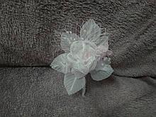 Свадебная бутоньерка белая с розовым