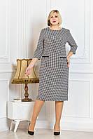 Повседневное женское платье выполнено из изысканного материала с мелким принтом