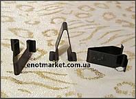 Крепление фиксатор универсальный V-образный металлический Seat, Volkswagen. ОЕМ: 1J6867276