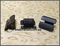 Нажимное крепление тепло-шумоизоляции капота много моделей Volkswagen. ОЕМ: 867863849A01C