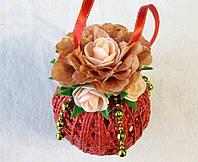 Новогодний красный  шар с розами