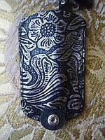 Ключница черная с серебряным узором