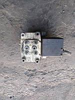 Блок управления ABS Audi A100 1993г.