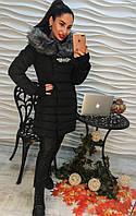 Теплое зимнее пальто наполнитель холлофайбер украшено брошкой, цвет черный