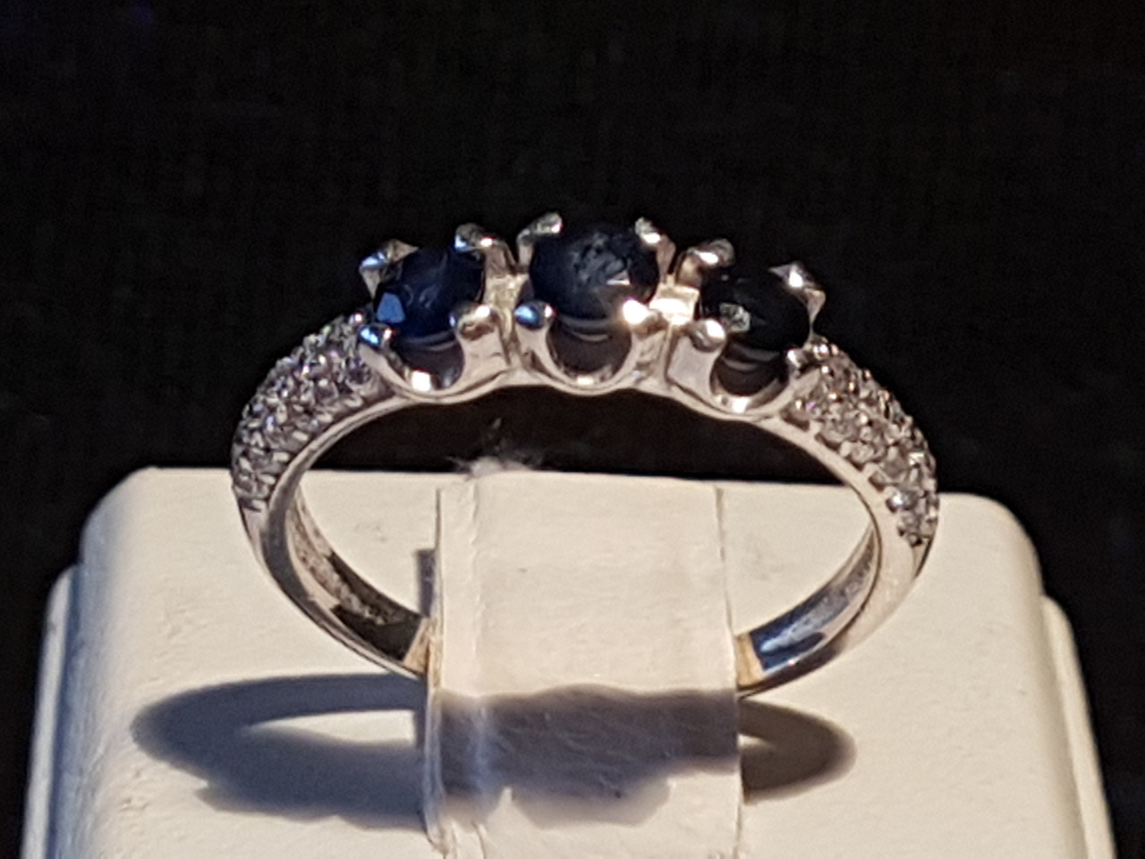 Серебряное кольцо Илона с сапфирами. Артикул 1631/9р-SPH