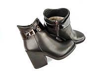 Зимние меховые ботинки на каблуку натуральная кожа