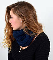 Вязаный женский шарф бафф синего цвета.