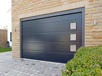 Новый облик гаражных ворот - окна с кристаллическим остеклением