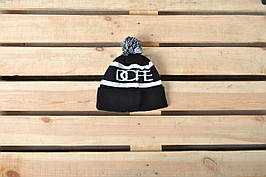 Теплая шапка В стиле Dope / белая надпись
