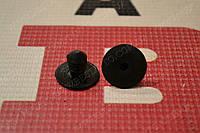 Фиксатор (пистон) обшивки 5-й двери amulet