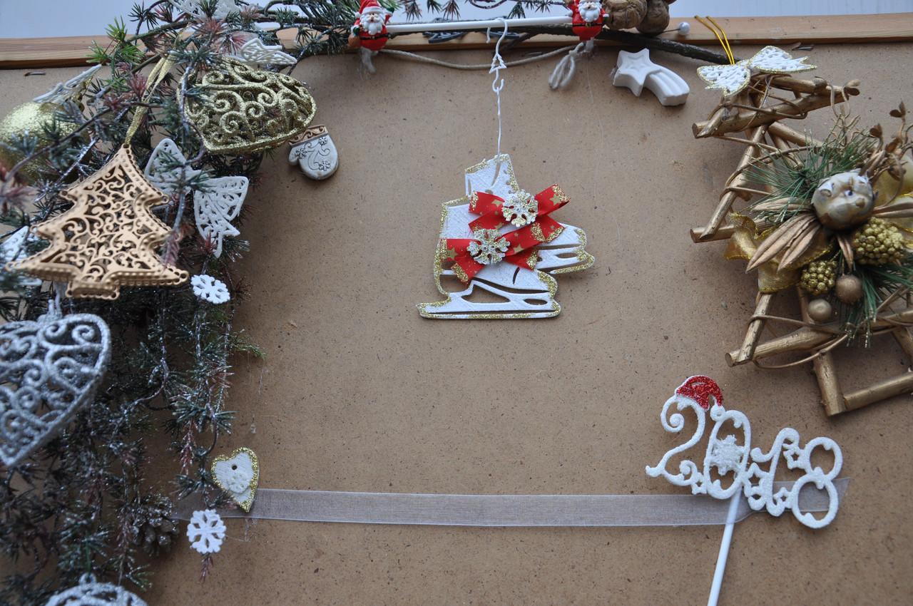Новогодняя игрушка на елку коньки с бантиком