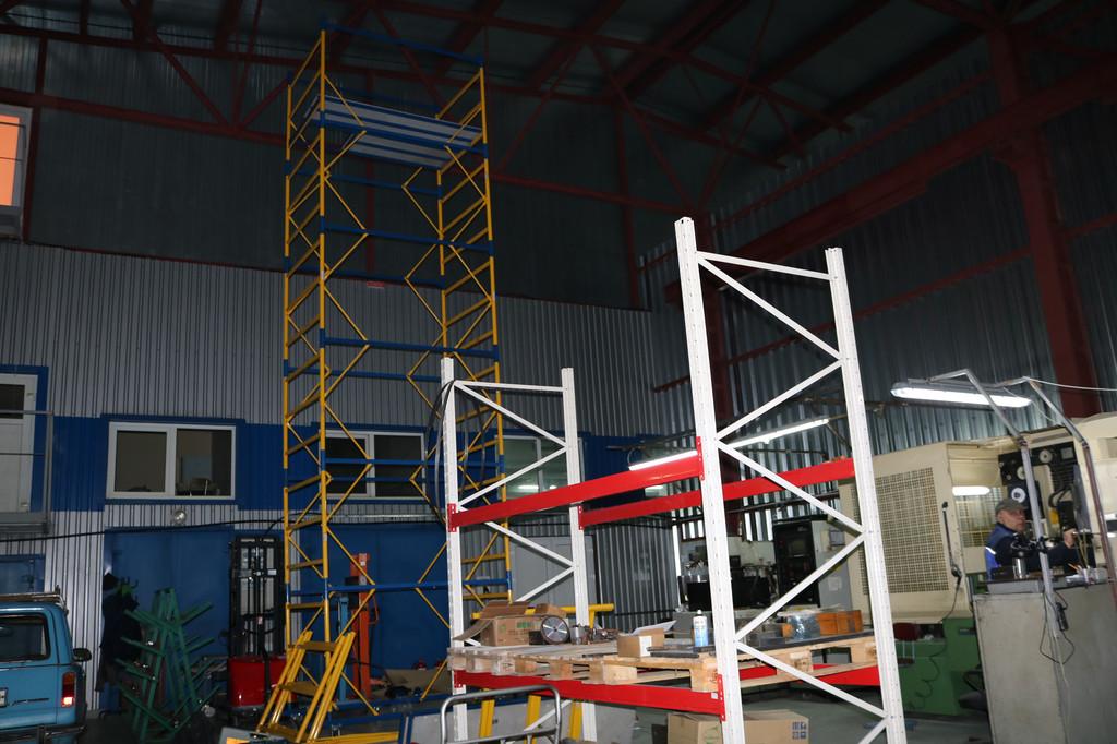 Вышка тура — профессиональное оборудование для высотных работ, без которой просто не обойтись при выполнении монтажа обогревателей на производственных объектах.