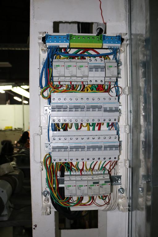 Автоматические выключатели и сопутствующее электромонтажное оборудование — для каждого ИК обогревателя.