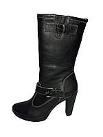 Кожаные женские зимние классические стильные сапожки на каблуке 39р