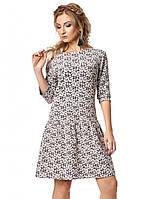 Молодежное трикотажное платье модного пудрового цвета с юбкой клеш. Модель 1026
