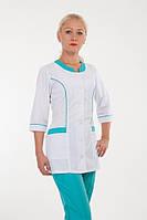 Красивый бело-бирюзовый медицинский костюм на кнопках