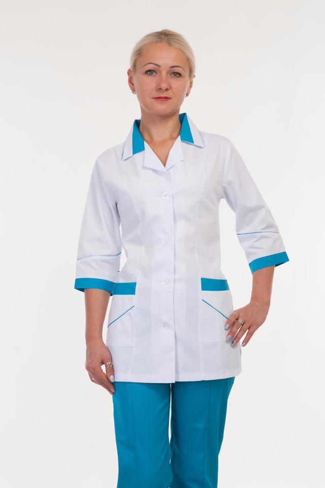 Бело-бирюзовый коттоновый костюм медработника на пуговицах