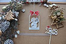 Іграшка на ялинку казковий сніговик в арці