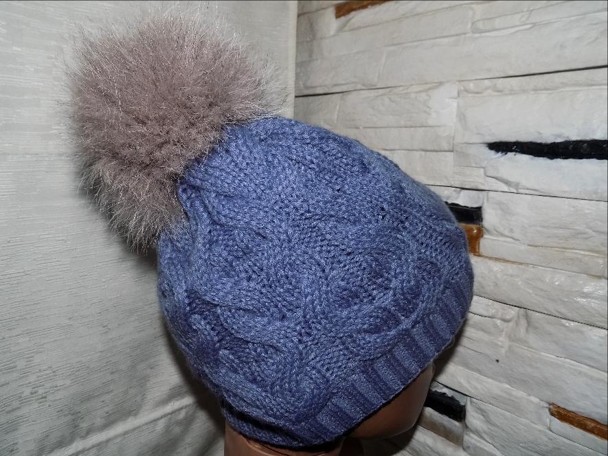 Зимняя шапка женская (подросток) с натуральным бубоном