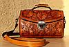 Женская сумка САКВОЯЖ, ручной работы с тиснёным рисунком из натуральной кожи растительного дубления  25х18см.