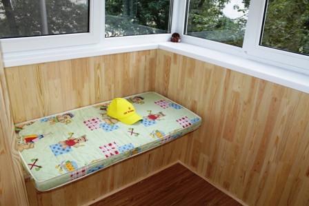 Сколько стоит обшить балкон внутри?