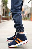 Синие зимние высокие кроссовки с разноцветной подошвой