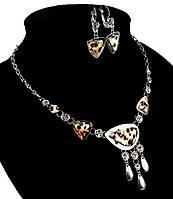 Колье вечернее.Камни: белый циркон и тигровая ракушка. Цвет серебряный. Длина: 43-49 см. Ширина: 65 мм.