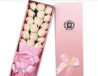 Подарочный букет 17 белых роз ручной работы для любимых женщин