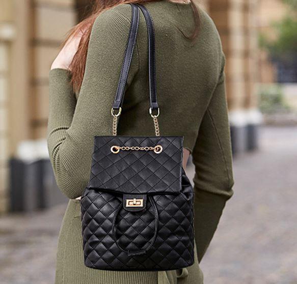 Сумка рюкзак стеганная под Chanel.