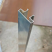 Вставка алюминиевая в профрезерованный паз экономпанели.