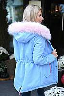 Стильная зимняя парка женская голубая с розовым мехом теплая и практичная