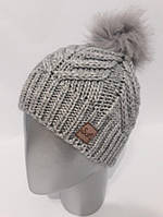 Вязаная женская шапка с меховым бубоном 3769