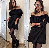 Черное платье с открытыми плечами